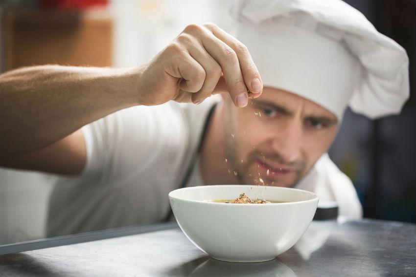 iStock 639038196 - Homens na cozinha: dicas para você se aprofundar no assunto