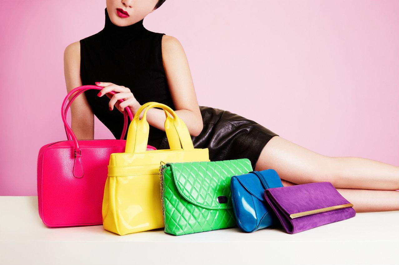 foto bolsas coloridas - Aprenda como montar um look com bolsa colorida