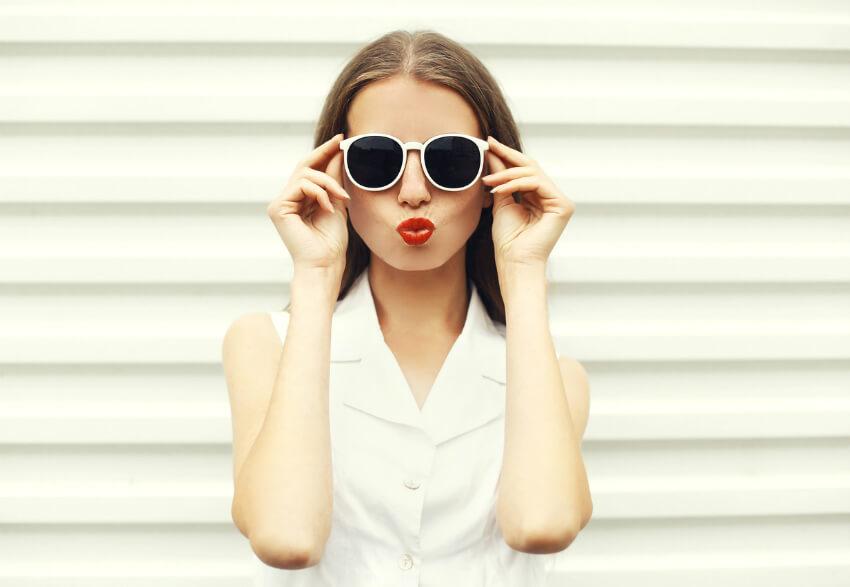 iStock 491750042 - Acessórios brancos: como compor o visual com essa tendência