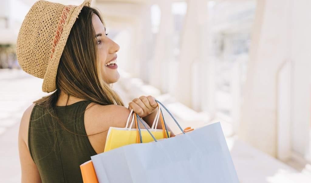 liquidação de verão capa - 6 itens para comprar na liquidação de verão e usar no inverno (e no ano todo!)