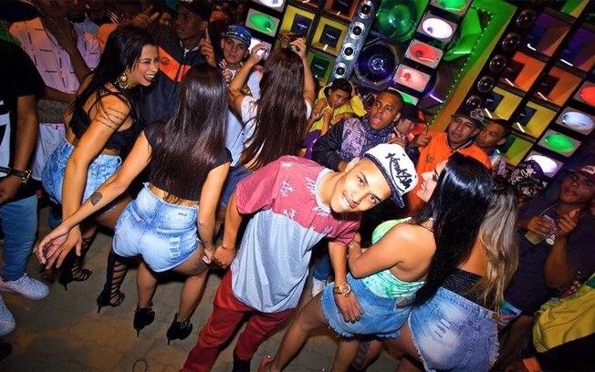 funk carioca - Ciclo da moda: como uma peça se torna tendência? Veja no Ouse Todo Dia.