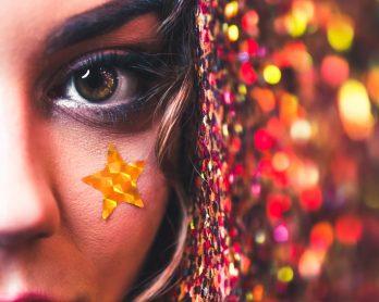 photo1573691166084abf7480a7d91 348x278 - Maquiagem de Carnaval: 5 dicas incríveis para você brilhar muito!