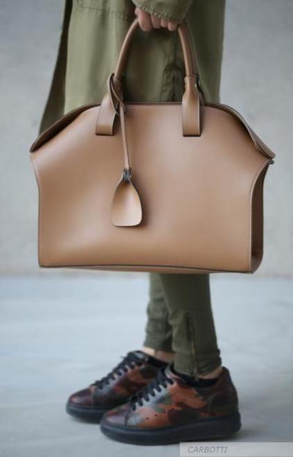 blog5 - Maxi e micro bags: veja como apostar nesses modelos no Ouse Todo Dia!