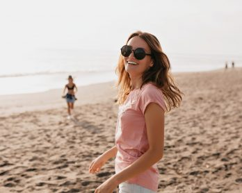 cuidadoscomosol 1 348x278 - Cuidados com o sol: dicas para curtir o verão com segurança!