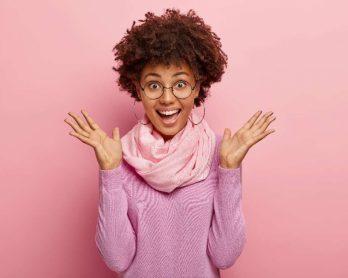 comousarlencos 348x278 - Trend alert: como usar lenços e atualizar o look sem esforço