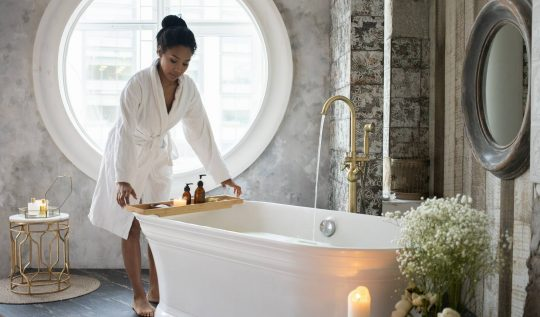Dicas simples para investir na prática de Aromaterapia - Banho com essências