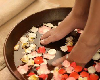 tratamentocaseiroparaospes1 348x278 - Ritual relax: tratamentos caseiros para os pés